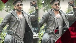 Ranveer Singh Entertains His Fans With His Drama At An Event | Bollywood News