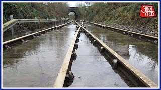 Shatak Aajtak: Railway Tracks Go Four Feet Under Water In East Champaran