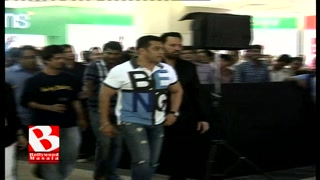 Salman with a toddler | Bollywood Masala | Latest Bollywood News