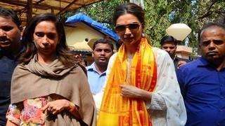Deepika Seeks Lord Ganeshas Best Wishes For Tamasha