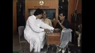 Jagjit Singh and Talat with Nida Fazli at Western Outdoor Studio