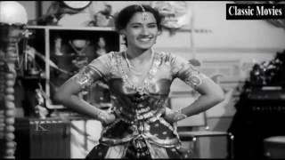 Man mein naache man ki umangen || Beqasoor 1950 | Madhubala, Ajit